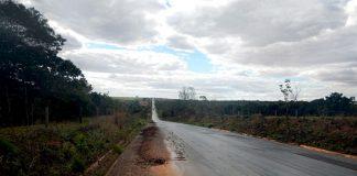 Rodovia BR-158, em Caiapônia (GO), com problemas no acostamento. (Foto: Divulgação/CNT)
