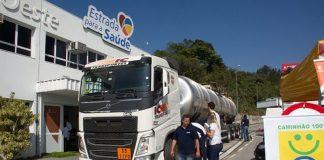 Manutenção preventiva é importante para caminhões.